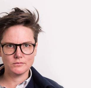 Hannah Gadsby is to write her Memoirs