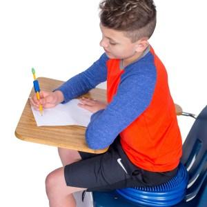Haitarityyny oppilaalla luokassa