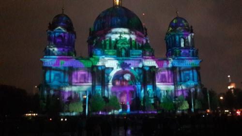 k-Berliner Dom beleuchtet beim Festival Of Lights (29)