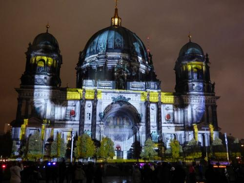 k-Berliner Dom beleuchtet beim Festival Of Lights (47)