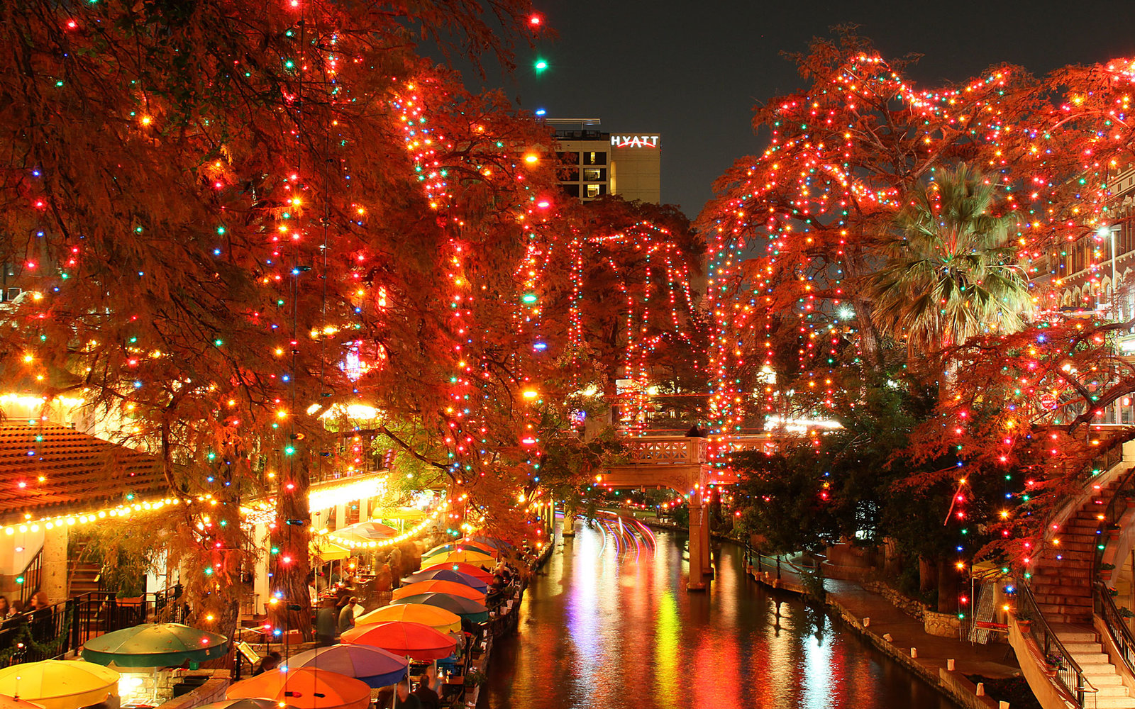riverwalk holiday lights