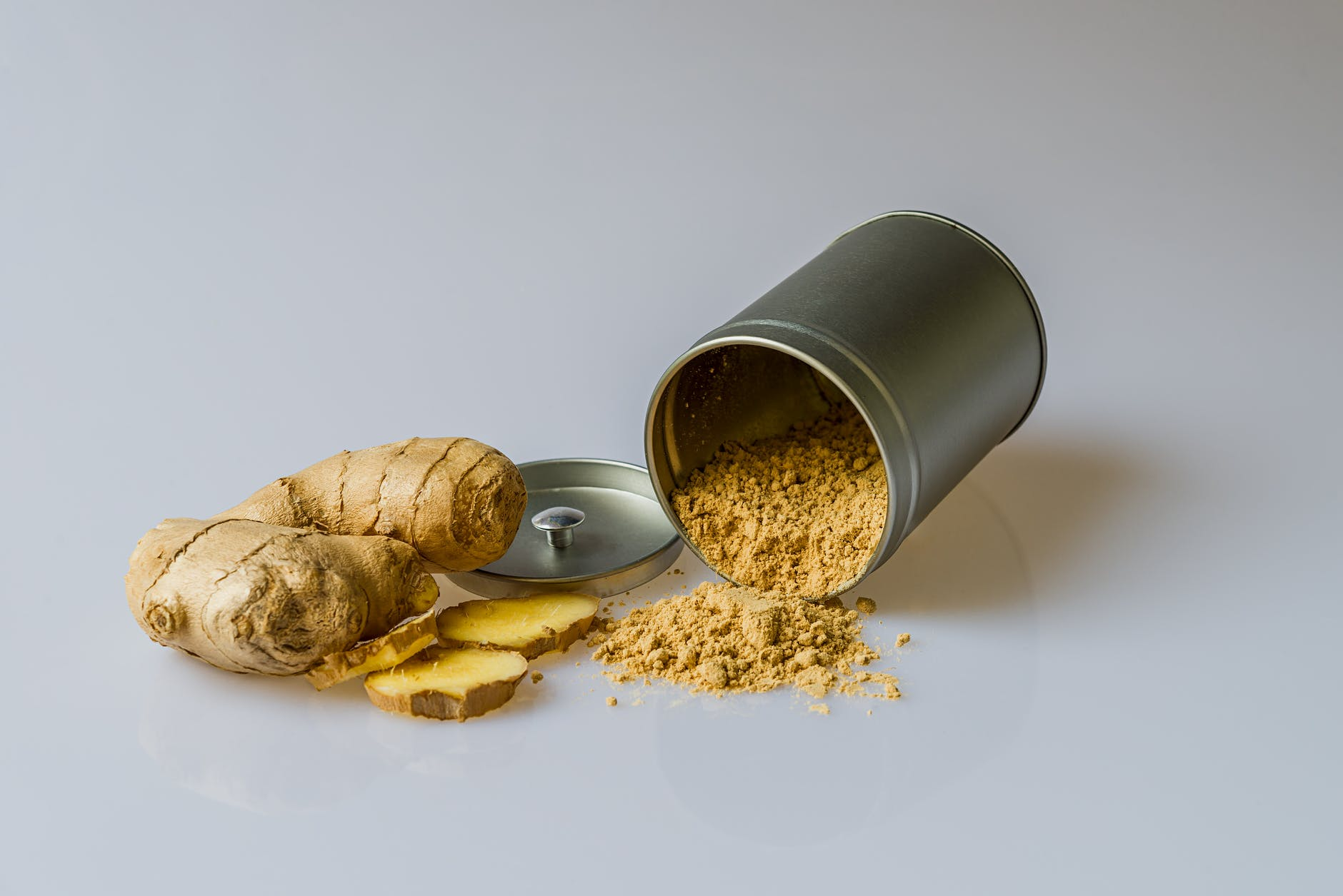 ginger powder in silver canister