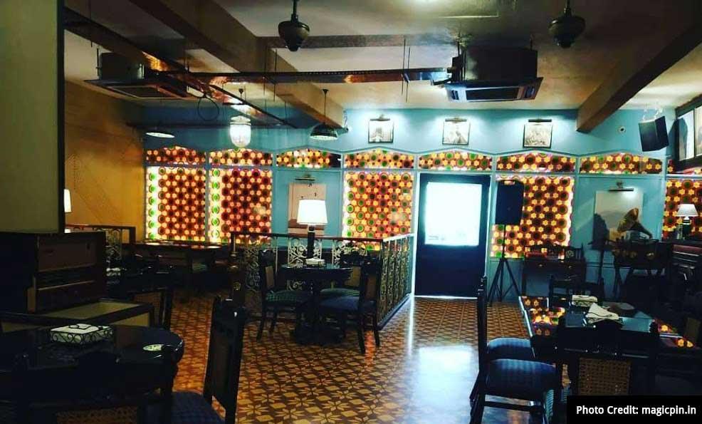Valentine's Day Destination in Lucknow:  Irani Kafe by Vintage Machine