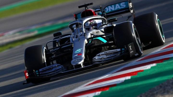 F1 | Test Barcellona, Day 1: Hamilton mostra i muscoli, bene Verstappen. Non cerca il tempo Leclerc..