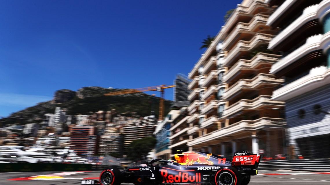 Perez davanti a tutti nelle FP1 di Monaco. Problemi per Leclerc