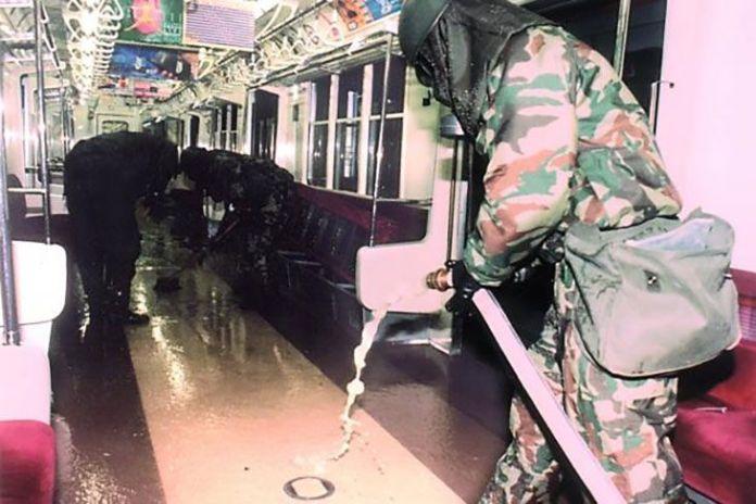 desinfection train - Cela fait 24 ans que le Japon a été victime d'une attaque au gaz sarin en plein métro de Tokyo : retour sur les événements