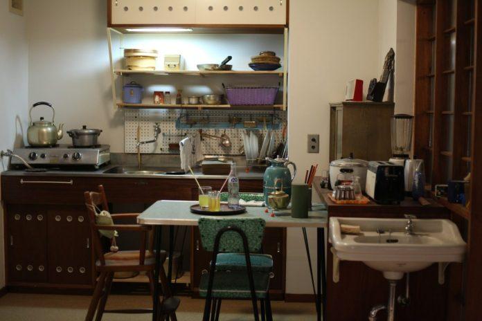 kitchen 3576027 1280 1 - L'industrie de la mort au Japon : Quand des milliers de personnes meurent dans la solitude, d'autres en tirent profit