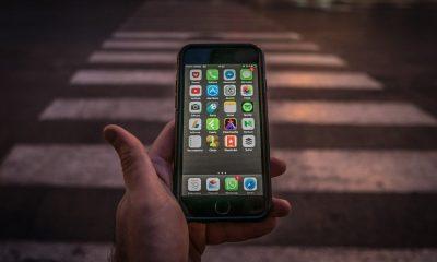 Smartphone dans la rue