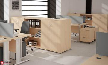 Prosty system mebli biurowych z biurkami na stelażach