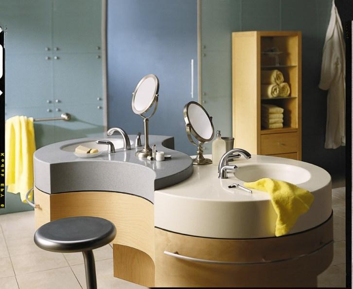 Umywalki łazienkowe wykonane z Corianu połączone z fornirowanymi szafkami