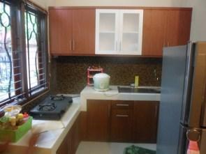 kitchen set menggantung kuat di tembok (1)