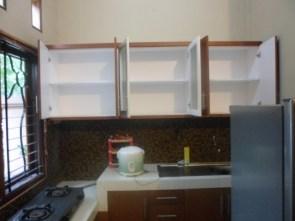 kitchen set menggantung kuat di tembok (2)