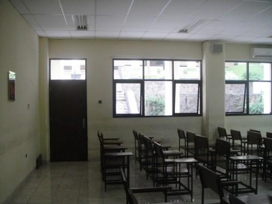 ruangan sebelum dimaintain (1)