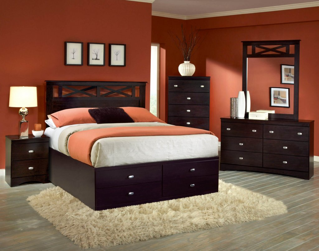 Tyler 5 Pc Set With Queen Storage Bed