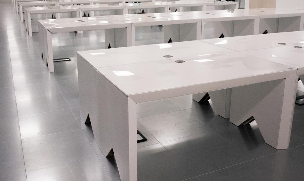 site-office-furniture-setup-cardboard-desk-eco360-construction