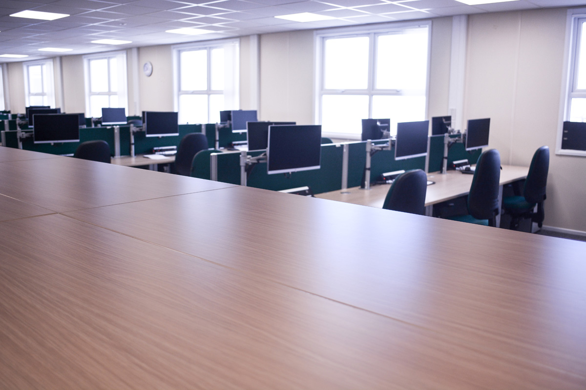 desks-workstations-hpc-nuclear-construction-edf-offices-site-accommodation-layout