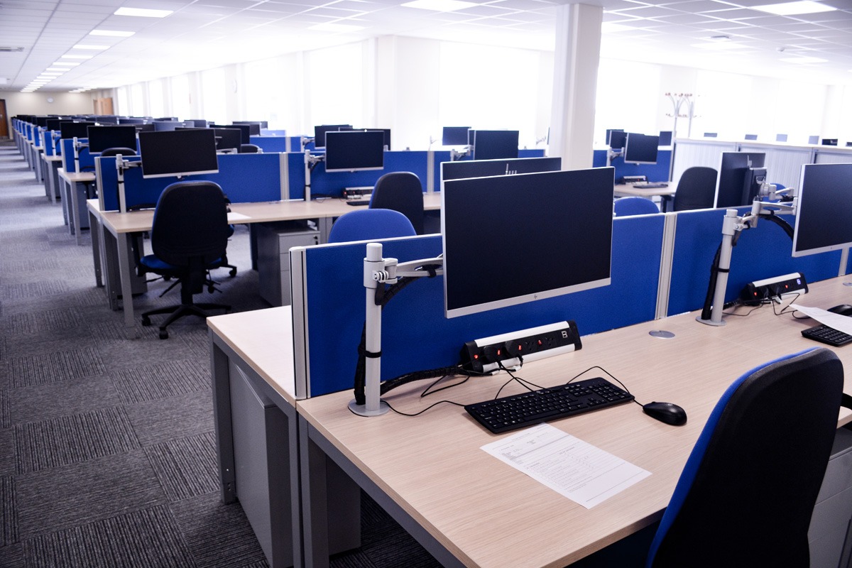 desks-workstations-hpc-nuclear-construction-edf-offices-site-accommodation