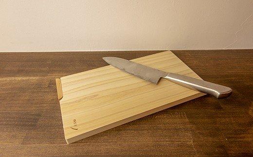 お料理が上質の癒し時間に!ふんわり香る四万十ひの木のスタンド付きまな板  イメージ
