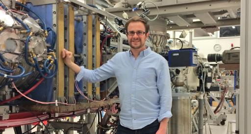 Physicist Tyler Abrams models lithium erosion in tokamaks