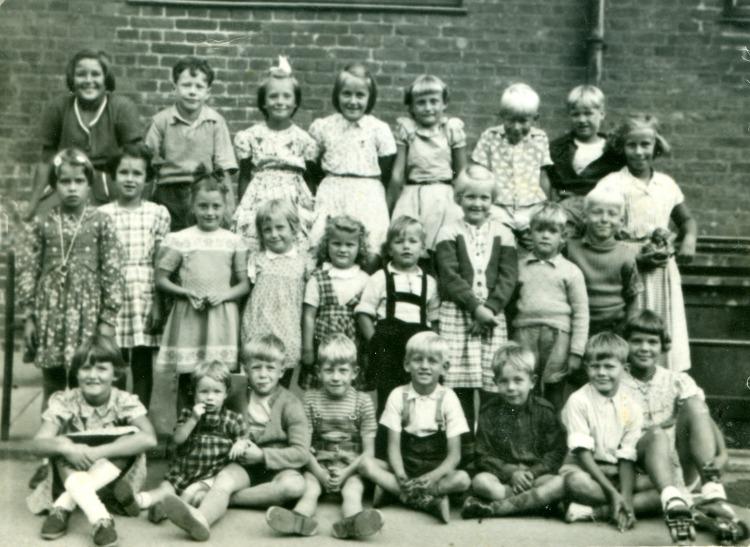 Englandsvej - gårdens børn anno 1950