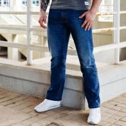 Jeanshose, Sneaker