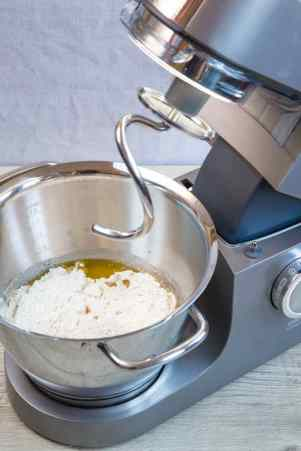 From ingredients to dough in moments. The Kenwood Chef makes breadmaking simple.