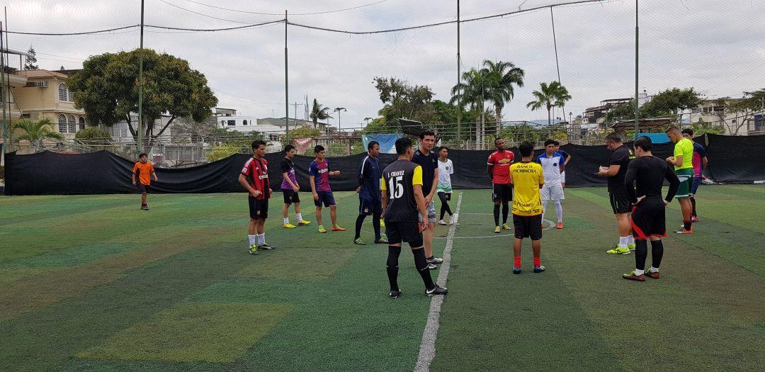 comienza el partido de futbol en guayaquil