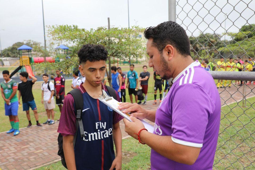 jugador ecuatoriano en la lista de acceso a las pruebas de fútbol en Ecuador
