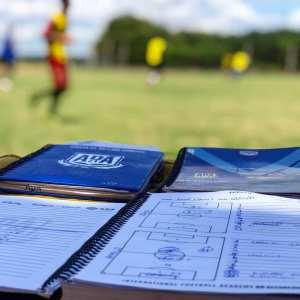 cuaderno apuntes entrenador profesional fútbol