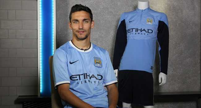 1370972209_navas-prepares-for-his-first-interveiw