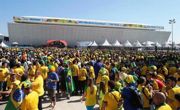 Miles de aficionados ingresaban a la Arena Corinthians hace unos minutos. Foto: Deportes Monumental