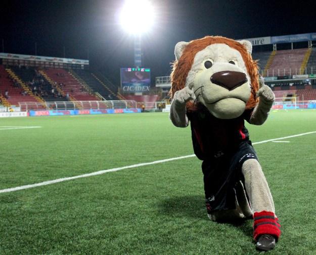 La mascota de Liga Deportiva Alajuelense, el León, el pasado mes de marzo.