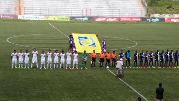 Costa Rica y Belice jugaron esta tarde en el Estadio Las Delicias de Santa Tecla. Foto: Varinia Escalante