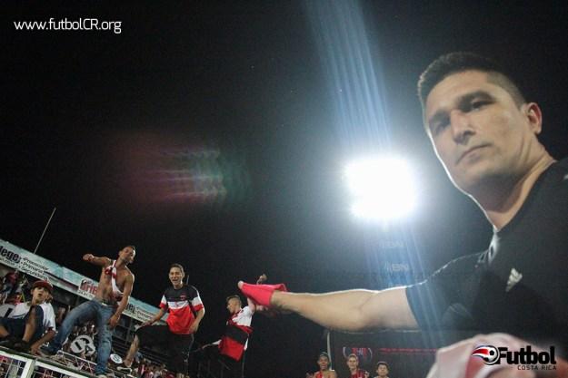 Oviedo agradeció a la afición tras la despedida.
