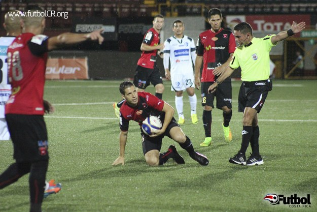 Pablo Gabas volvió a ponerse la camiseta de Liga Deportiva Alajuelense