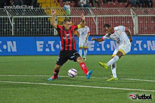 Leonardo Adams fue el hombre clutch en el encuentro, al marcar el gol del empate cerca del cierre.