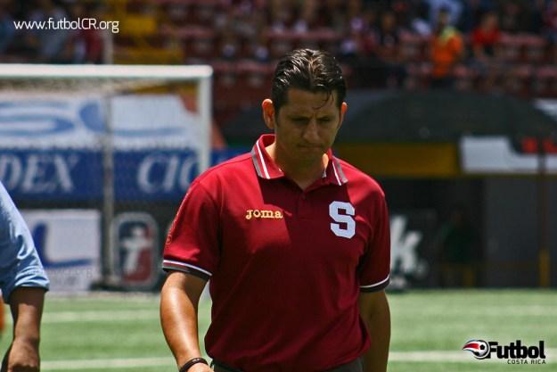 Rónald González se retiró visiblemente triste el pasado domingo después del juego ante Carmelita. Foto: Rubén Murillo para Futbol Costa Rica