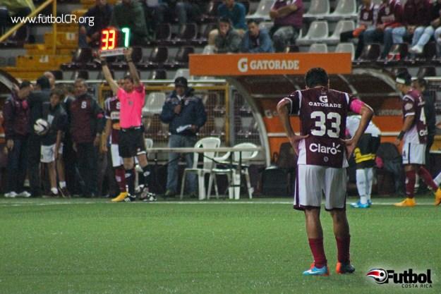 Carlos Saucedo fue la figura del compromiso, con dos anotaciones. Fue sustituido por David Ramírez en la segunda mitad.