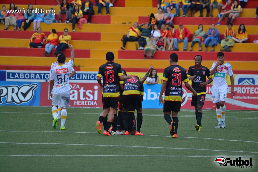 Jose Luis Cordero celebra el gol, maravilloso tanto que quedó grabado en la retina de todos los asistentes. Foto cortesía yashinquesada.com
