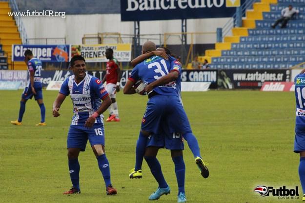 Johan Condega celebró con emoción el primer gol del encuentro y su segundo en dos juegos.