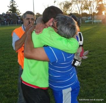 El abrazo lo dice todo. Carlos Rodriquez con Garat. El golero fue un fenómeno!!