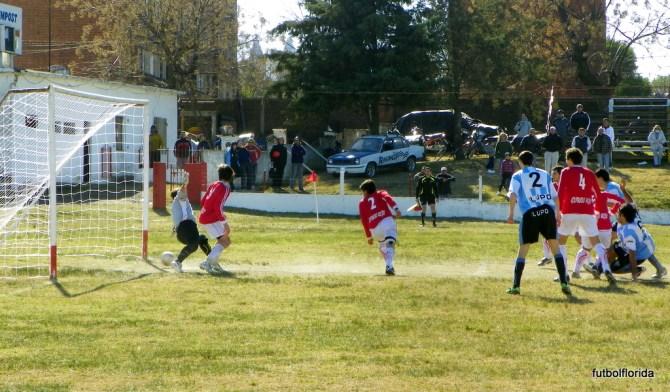 El gol de Cabello que abría el marcador el 22/07/12. Foto Javier Piedrabuena