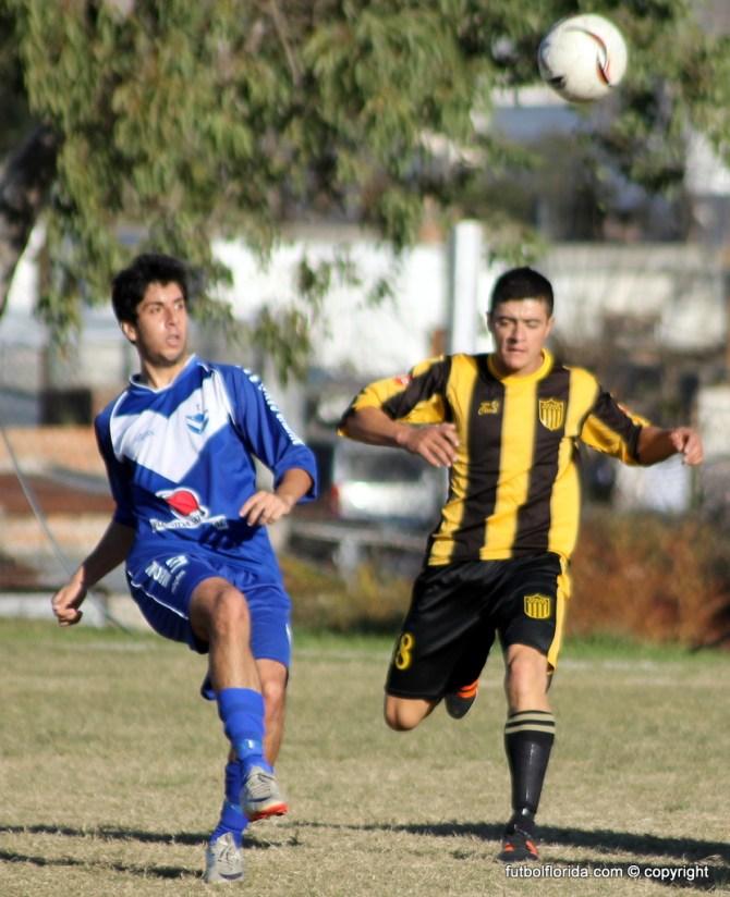 Pisano de Quilmes seguido de Martinez de Peñarol