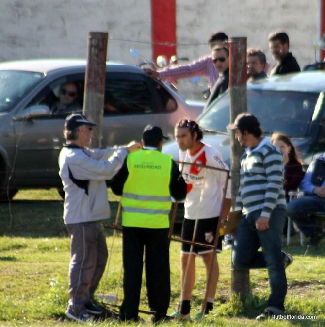 Gimenez fue sancionado con un partido. hasta con el guardia se enojó...