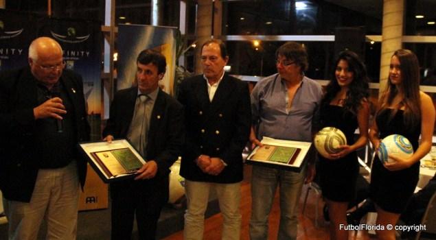 Ramón Rivas recibiendo junto a Noboa el reconocimiento de OFI años atrás