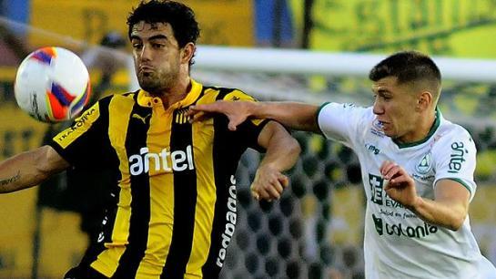 Peñarol y Plazajugaron dos partidos. Foto Subrayado