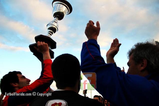 Candil ya levantó la Copa del Apertura y va por mas. Foto Fanny Ruetalo