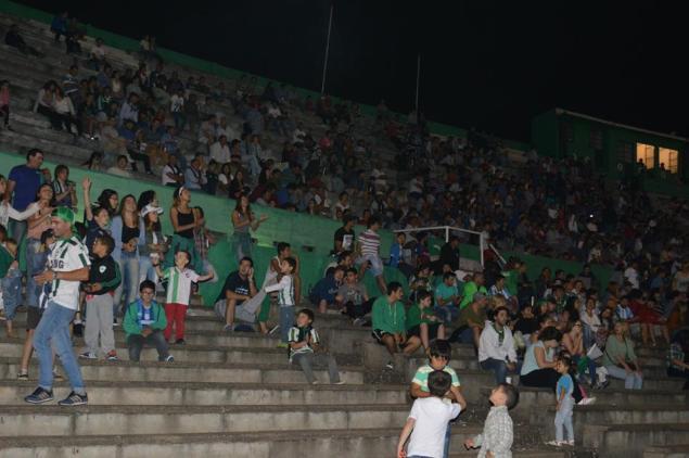 Mucho público en la final mercedaria. Foto Mauricio Alfonso
