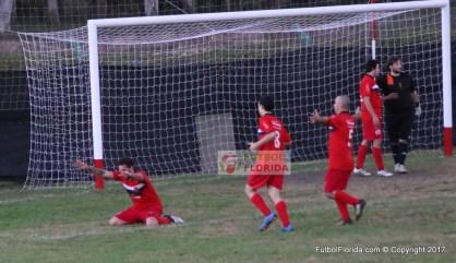 La reverencia de Nicolas Castillo al mandar la pelota a la red. Era el 4to de Mejoral y el triunfo