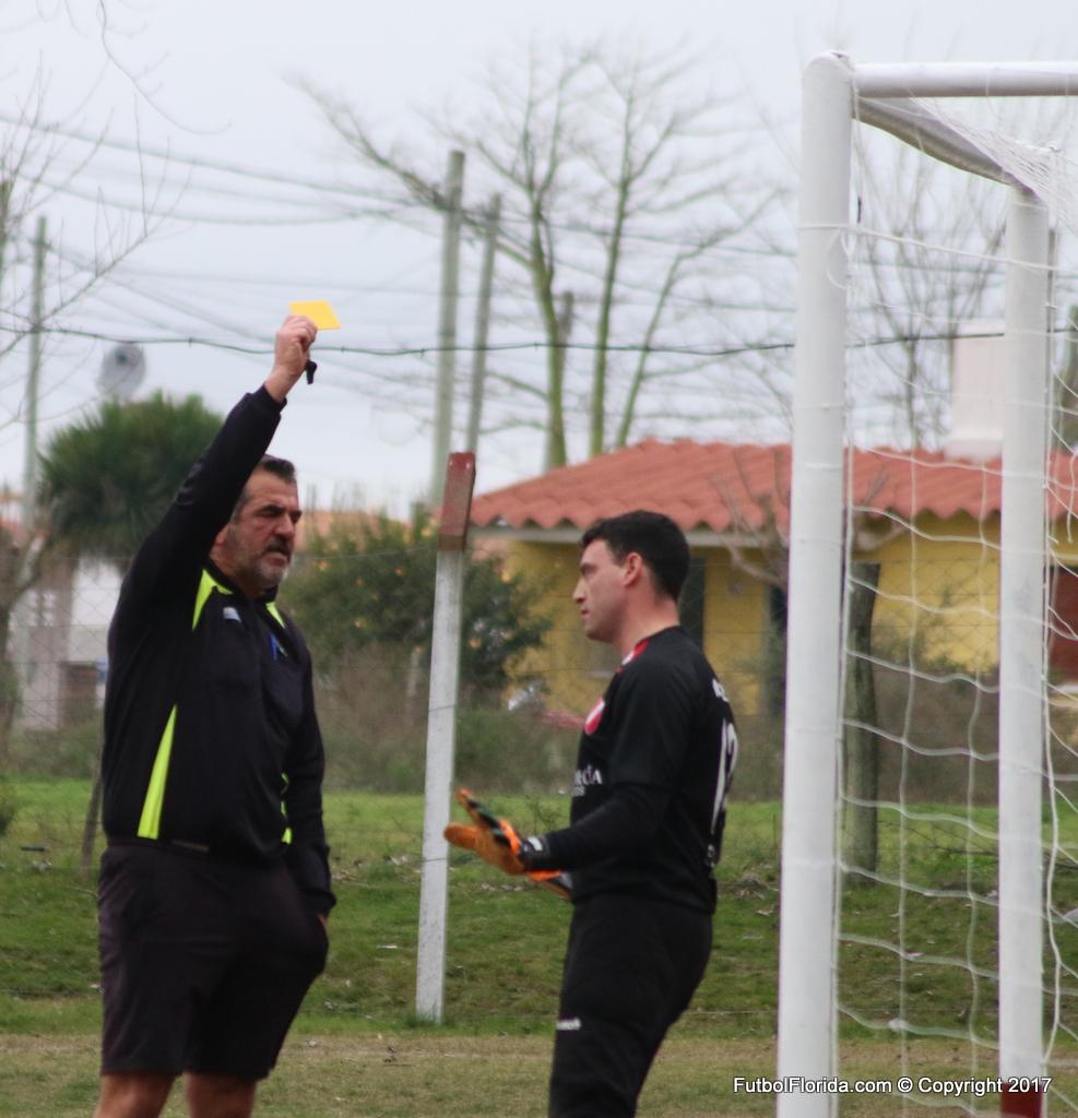 Juan C Soria exhibe la amarilla a Pécora